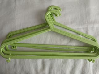 Perchas verdes