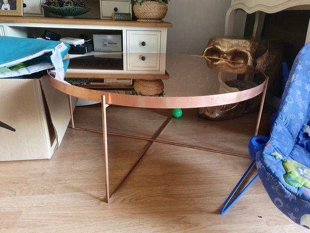 Mesa baja redonda de espejo color cobrizo