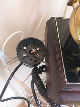 Teléfono fijo muy antiguo