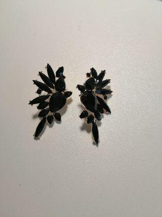pendientes negros