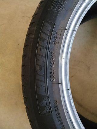 Neumático Michelin 235/45R17