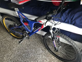 Bici de montaña boomerang de descenso