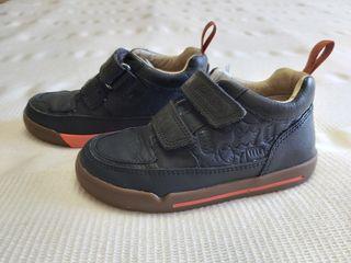 Zapato niño Clarks talla 24.