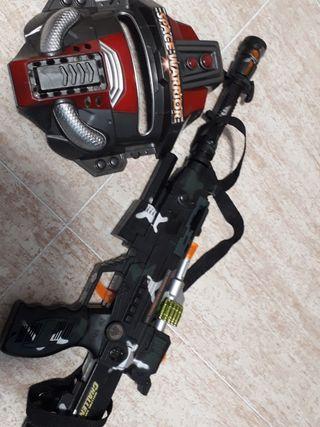 mascara y pistola de pilas
