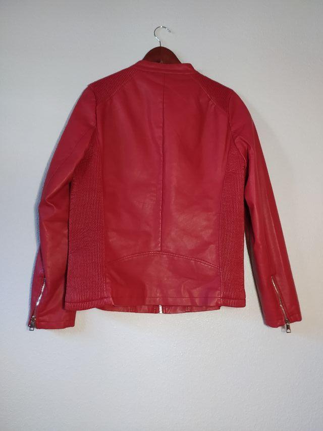 Chaqueta roja imitación cuero
