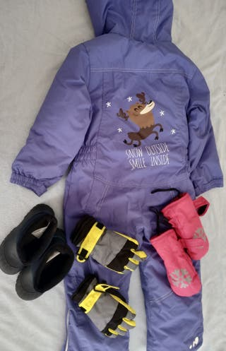Mono esquí, guantes y botas de nieve. Niño y Niña