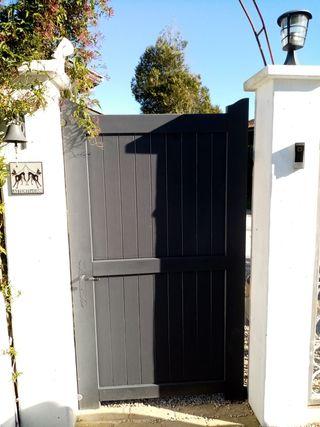 puerta acceso jardín