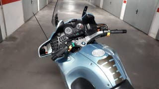 BMW R1100RT.