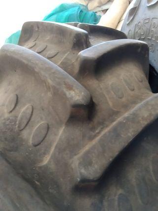 Ruedas delanteras tractor BKT