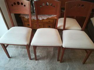 Cuatro sillas color bez