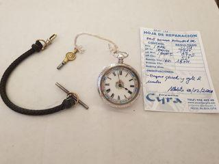 Reloj de señora antiguo de plata maciza labrada