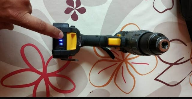 taladro percutor, atornillador con 2 baterias