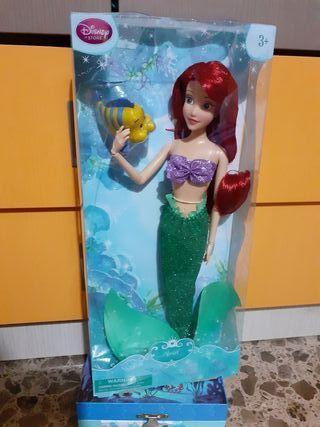 Sirena con mascota