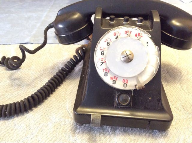 Teléfono de mesa antiguo