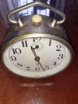 reloj plateado antiguo