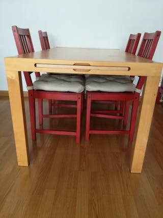 Mesa y sillas de comedor de IKEA