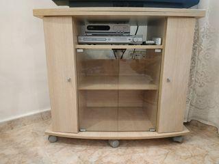 Mesa TV con tabla giratoria y ruedas