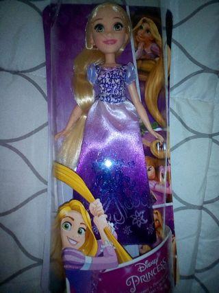 Muñeca Rapunzel. Princesa Disney. Hasbro