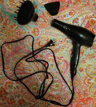 Secador de pelo Remington con boquilla y difusor