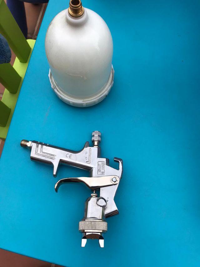 pistola aerográfica y complementos