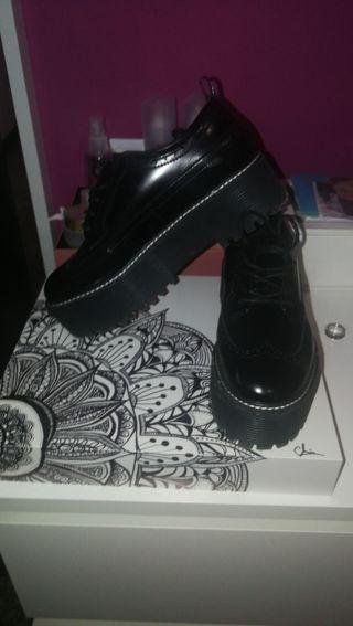 calzado de Bershka.