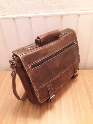 Bandolera / maletin de piel marron.