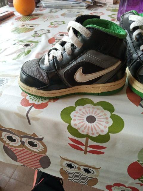 Barry hipocresía Júnior  Zapatillas Nike bebe talla 22 de segunda mano por 5 € en Alzira en WALLAPOP