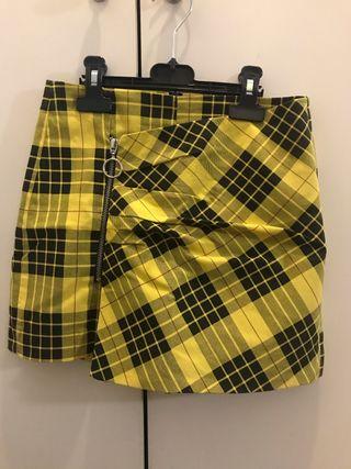 Falda-Pantalón amarillo de Zara