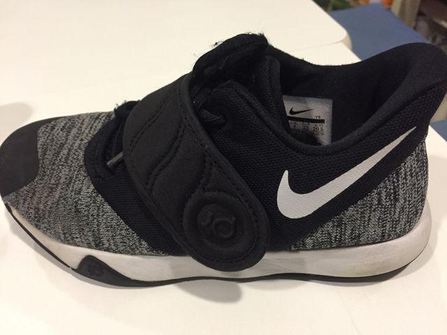 pasajero Mantenimiento Derecho  Zapatillas baloncesto niño talla 33 Nike de segunda mano por 17 € en Soto  del Real en WALLAPOP