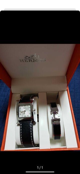Reloj con su pulsera va con su caja y bolsa