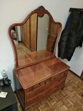 Comoda estante ropero de madera con espejo