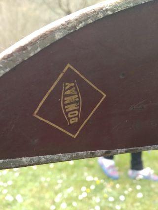 esquís de madera antigua.