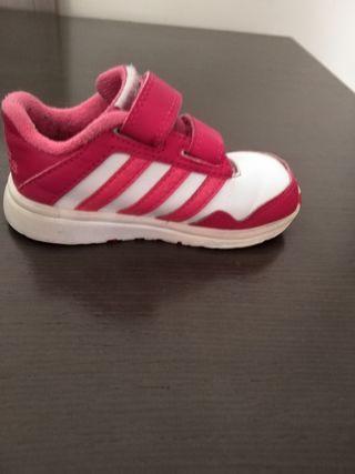 Zapatillas Adidas n° 22.