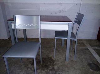 mesa extensible de cocina como nueva y dos sillas