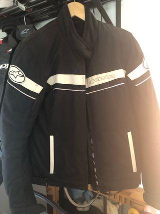 Se vende chaqueta de moto de mujer