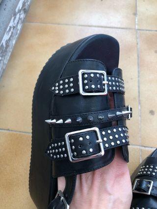 Sandalias de plataforma negras de Mango talla 38