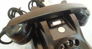 Teléfono de mesa antiguo. Marca PTT. En baquelita.
