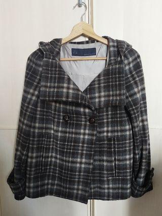Abrigo de cuadros de Zara con capucha