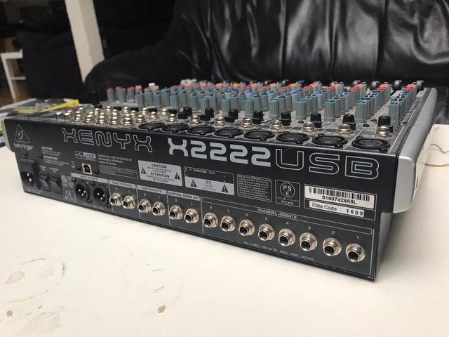 Mesa de mezclas Behringer Xenyx 2222 fx USB