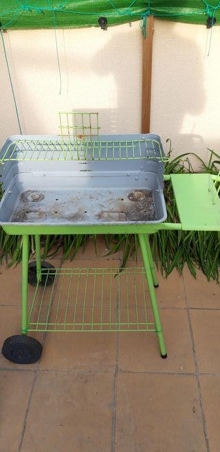 Barbacoa convertida soporte flores jardin/balcon