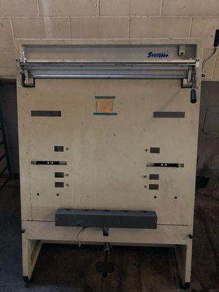 Máquina dobladora y perforadora de plancha de
