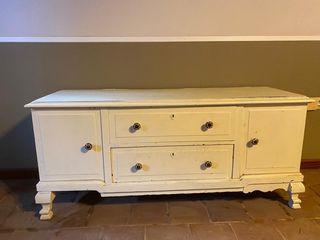 mueble de madera pintado