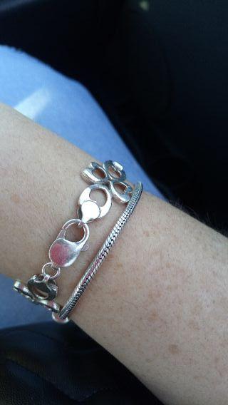2 pulseras de plata