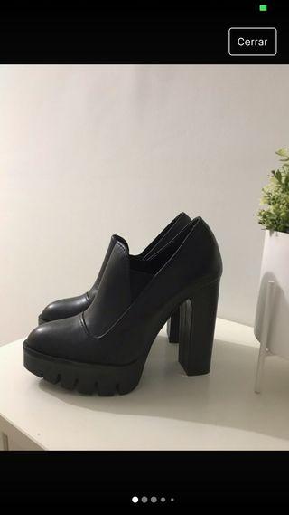 Zapatos de piel de Zara nuevos