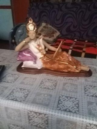 figura de porcelana bañada en oro de24