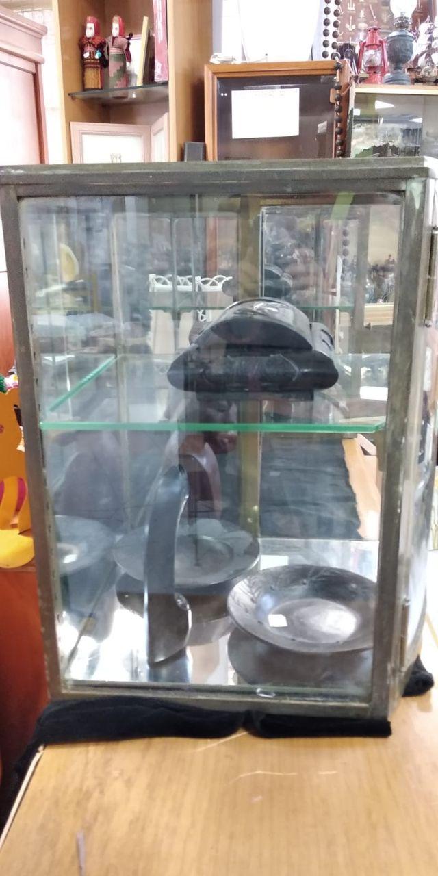 Vitrina latón, espejo y cristal