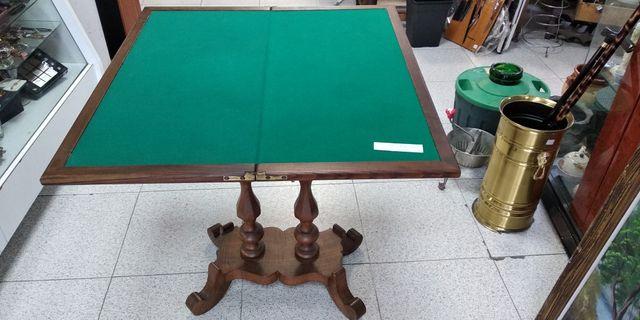 Mesa de juego antigua