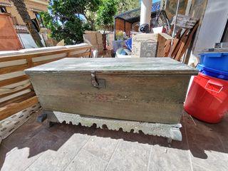 cofre baúl arcón de madera.