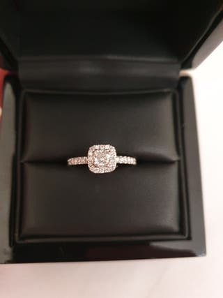 Maple Leaf diamond engagement ring Never Worn