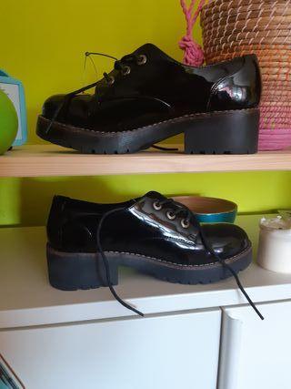 zapato negro charol Coolway